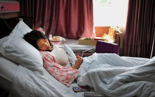 Cô gái 23 tuổi có khối u buồng trứng lớn 7cm, nguyên nhân do có nhiều bạn tình - ảnh 1