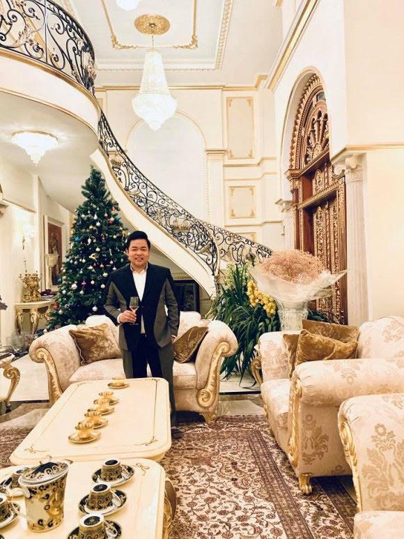 Xỉu ngang với độ giàu có của Quang Lê: Ở biệt thự dát vàng giá trăm tỷ, ăn tôm hùm, mạnh tay vung tiền mua sắm rồi vứt xó - Ảnh 7.
