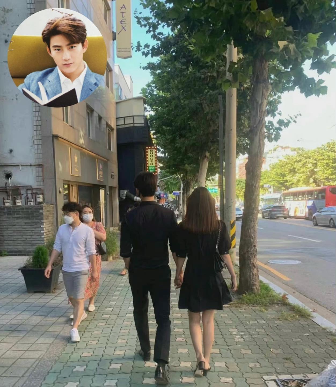 HOT: Lần đầu tiên có idol đình đám Kpop công khai nắm tay bạn gái, tình tứ hẹn hò ngay giữa phố phường - Ảnh 2.