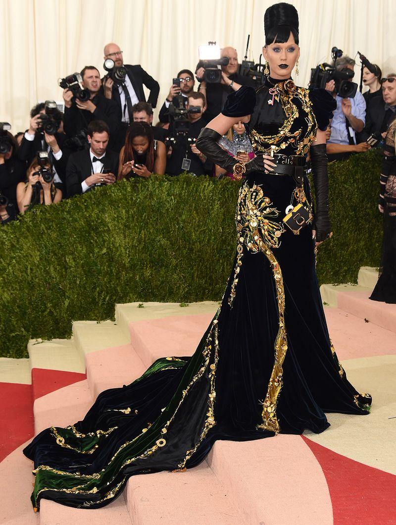 Nữ hoàng thảm đỏ Met Gala: Rihanna - Lady Gaga thi nhau combo độc - dị - lố, choáng nhất là Cardi B phô diễn body với bộ đồ 11 tỷ - Ảnh 31.