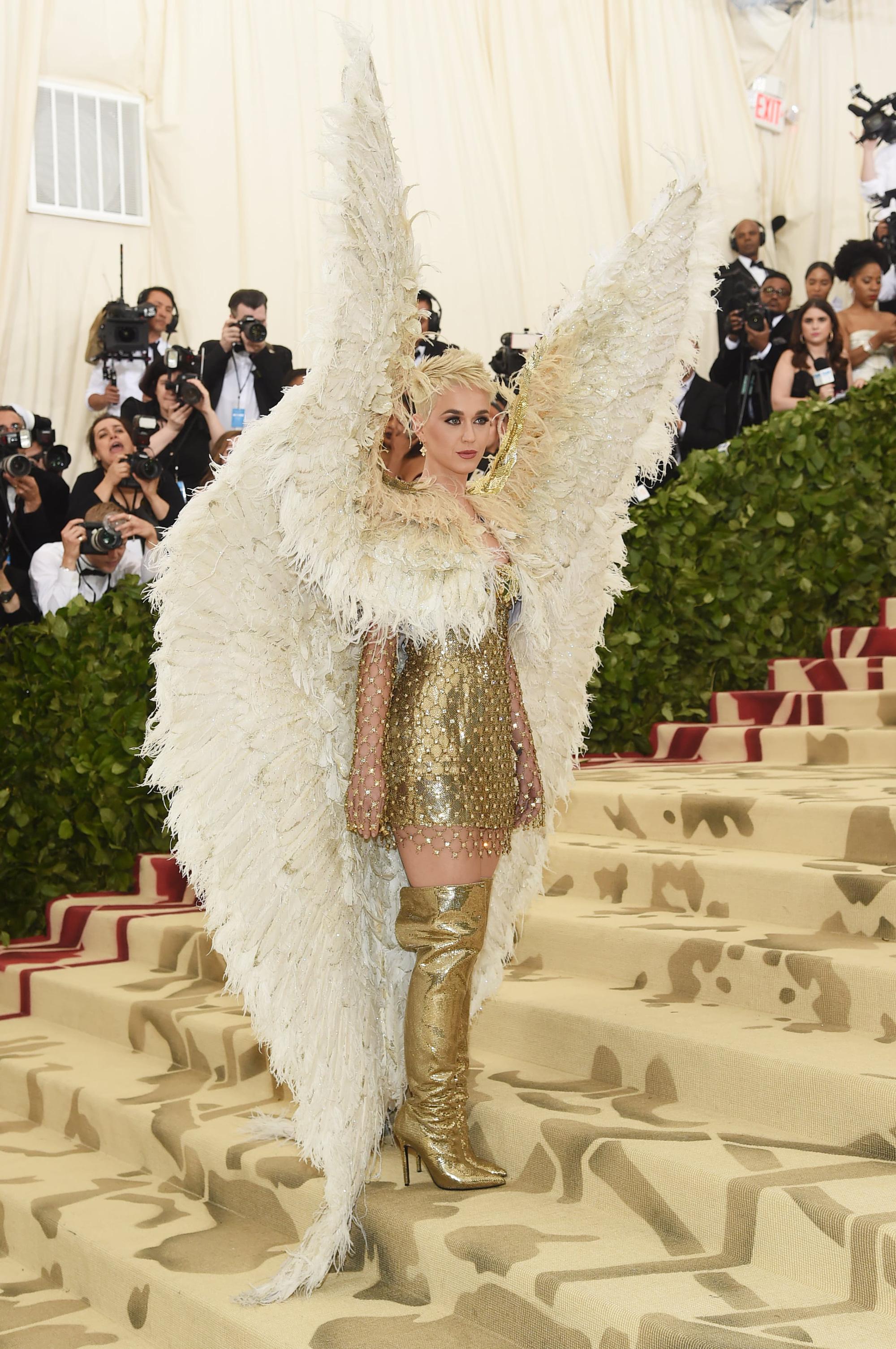 Nữ hoàng thảm đỏ Met Gala: Rihanna - Lady Gaga thi nhau combo độc - dị - lố, choáng nhất là Cardi B phô diễn body với bộ đồ 11 tỷ - Ảnh 26.