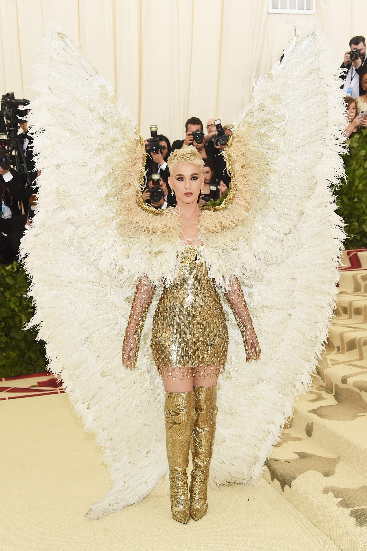 Nữ hoàng thảm đỏ Met Gala: Rihanna - Lady Gaga thi nhau combo độc - dị - lố, choáng nhất là Cardi B phô diễn body với bộ đồ 11 tỷ - Ảnh 27.