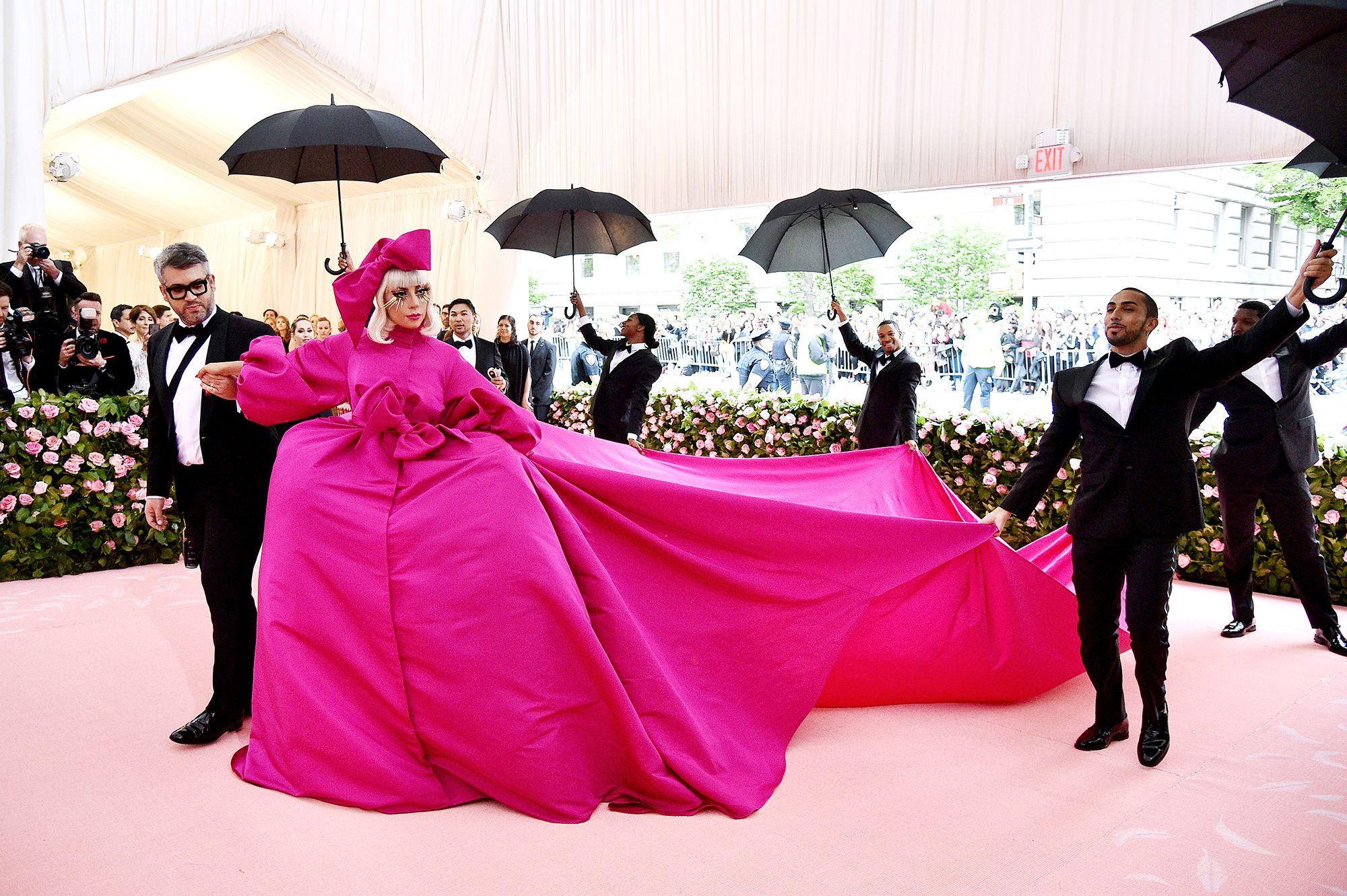 Nữ hoàng thảm đỏ Met Gala: Rihanna - Lady Gaga thi nhau combo độc - dị - lố, choáng nhất là Cardi B phô diễn body với bộ đồ 11 tỷ - Ảnh 33.
