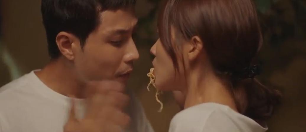 Khả Ngân suýt được hôn crush nhờ một đĩa mì xào, bị tình yêu quật thấy cưng ở 11 Tháng 5 Ngày tập 21 - Ảnh 6.