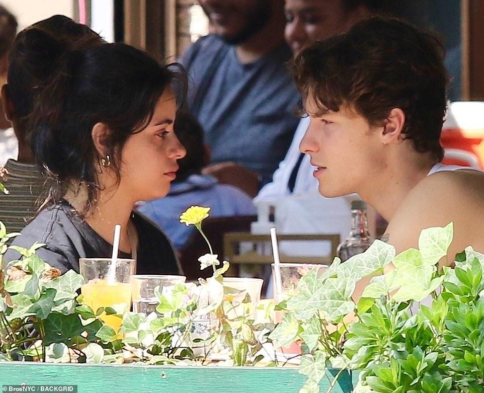Shawn - Camila phát cẩu lương công khai: Nàng bật khóc tại quán ăn, chàng có cử chỉ ngọt ngào tan chảy gây sốt MXH - Ảnh 5.