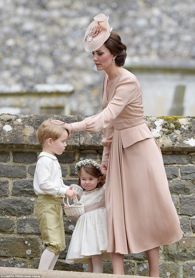 Đưa cả 3 con đến Pháp dự hôn lễ em trai, Công nương Kate có quyết định đầy tinh tế khiến ai cũng nể phục - ảnh 2