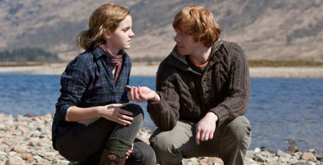 Cặp đôi Ron - Hermione vốn đã có cảnh ngọt lịm như thế này mà NSX Harry Potter lại cắt bỏ, lúc bị chê nhạt thì đừng có chối! - Ảnh 5.
