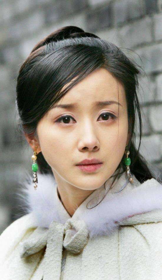 5 nàng công chúa bất hạnh nhất màn ảnh Hoa ngữ: Người mất một cánh tay, người chịu tủi nhục vì bị cưỡng bức - Ảnh 2.