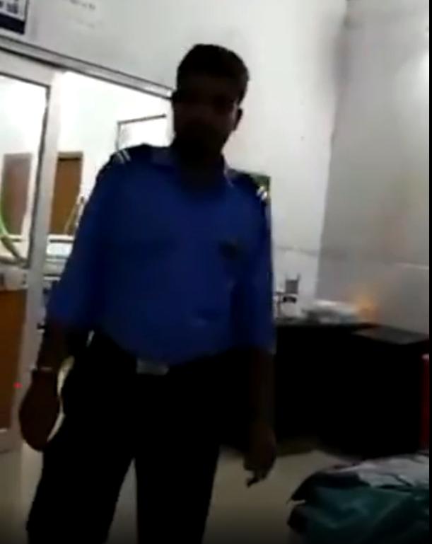 Đến bệnh viện tiêm phòng, người đàn ông được chú bảo vệ tiêm hộ vì toàn bộ y bác sĩ đều không có mặt trong ca trực - ảnh 2