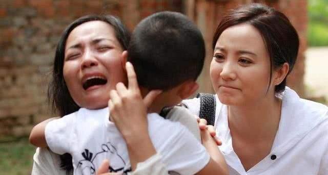 Bé trai 5 tuổi bị bắt cóc, nhận ra mẹ ngoài đường nhưng bà nhất quyết không nhận con, hành động sau đó cứu đứa trẻ ngoạn mục - ảnh 3