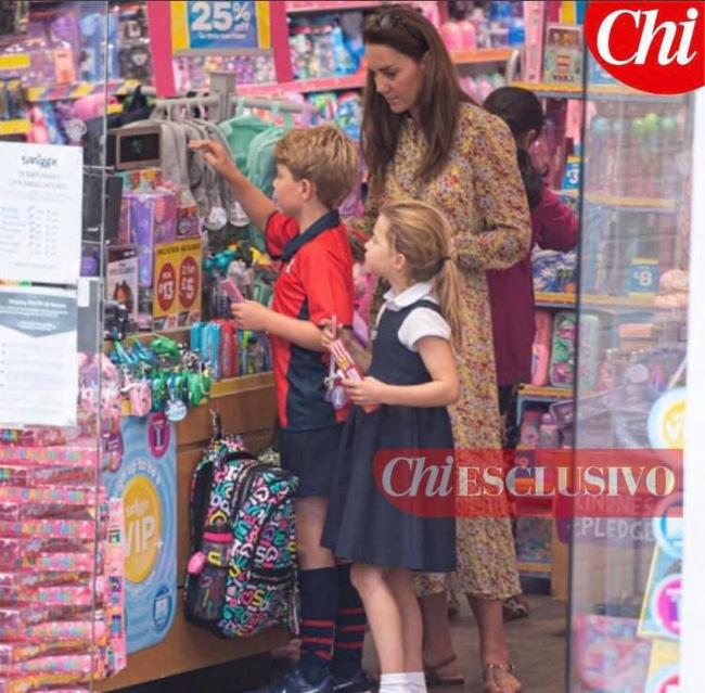 Công nương Kate lộ diện sau 60 ngày mất hút, đưa 2 con đi mua sắm với loạt cử chỉ tinh tế - ảnh 1