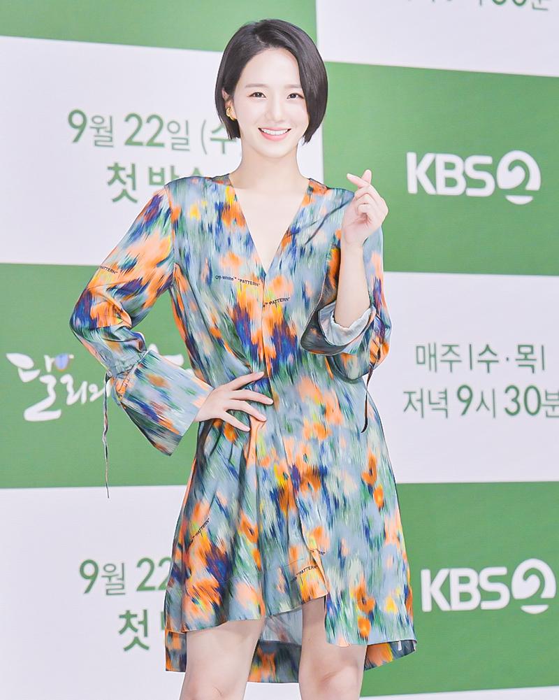 Yeonwoo (MOMOLAND) lộ diện lần đầu sau tin hẹn hò Lee Min Ho, chân dài nuột nà chặt đẹp cả mỹ nhân Điên Thì Có Sao - Ảnh 6.