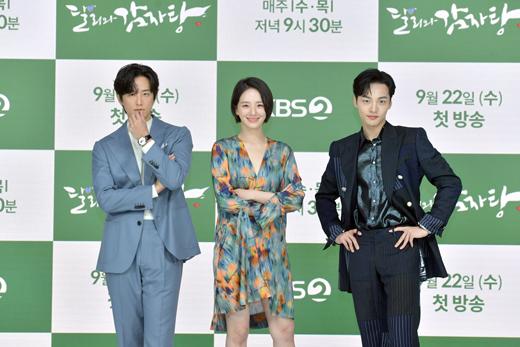 Yeonwoo (MOMOLAND) lộ diện lần đầu sau tin hẹn hò Lee Min Ho, chân dài nuột nà chặt đẹp cả mỹ nhân Điên Thì Có Sao - Ảnh 12.