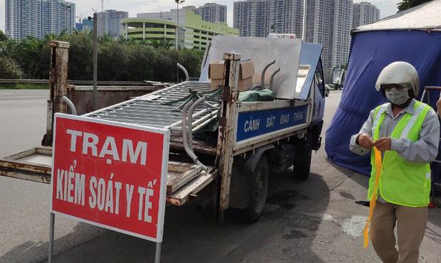 Diễn biến dịch ngày 16/9: Hà Nội sẽ dừng triển khai 3 vùng, chỉ phong toả hẹp nhất; Thêm 19 nhóm đối tượng lưu thông không cần giấy đi đường tại TP.HCM - Ảnh 3.