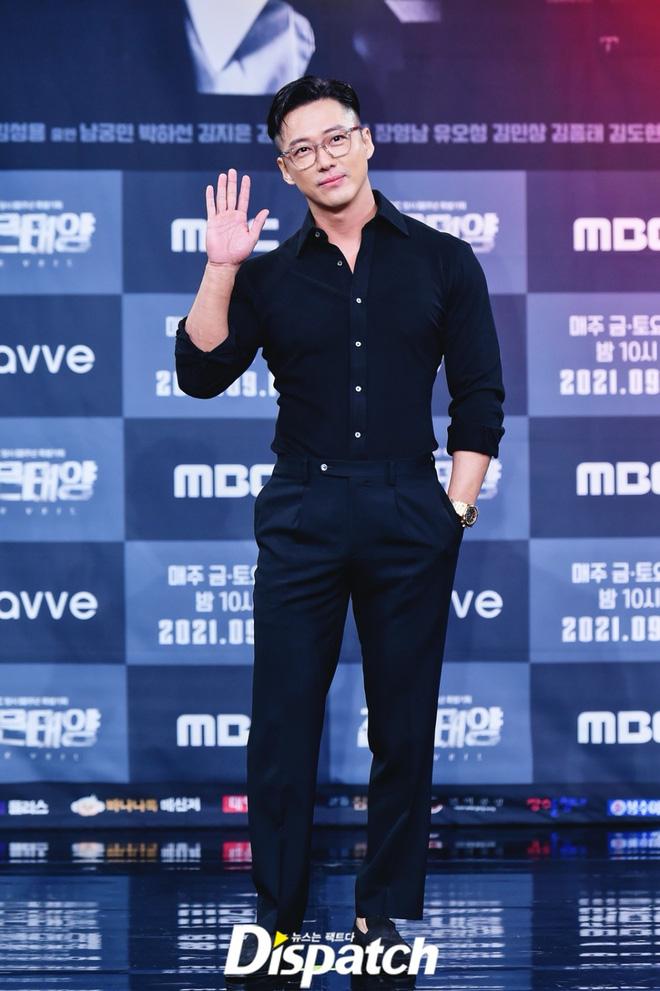 Dàn sao đổ bộ sự kiện: Nam Goong Min lột xác thành nam thần 6 múi, mỹ nhân Gia Đình Là Số 1 đổi thái độ sau tin đồn cặp đại gia - ảnh 3