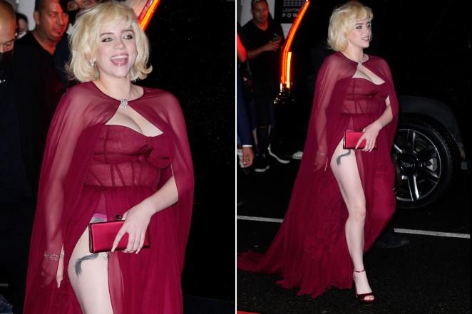 Billie Eilish gây sốt với màn lột xác ở tiệc hậu Met Gala: Váy đỏ rực tôn vòng 1 chực trào, mất máu hơn vì chi tiết ở đùi - Ảnh 4.