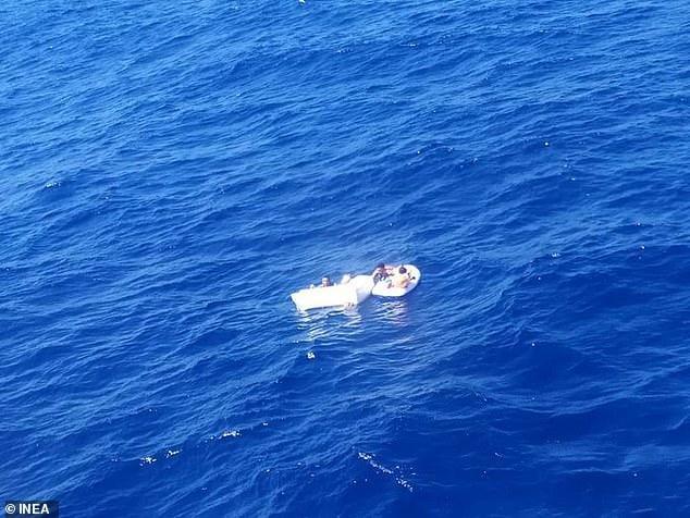 Đắm tàu du lịch, mẹ tự uống nước tiểu rồi cho con bú đến hơi thở cuối cùng - ảnh 3