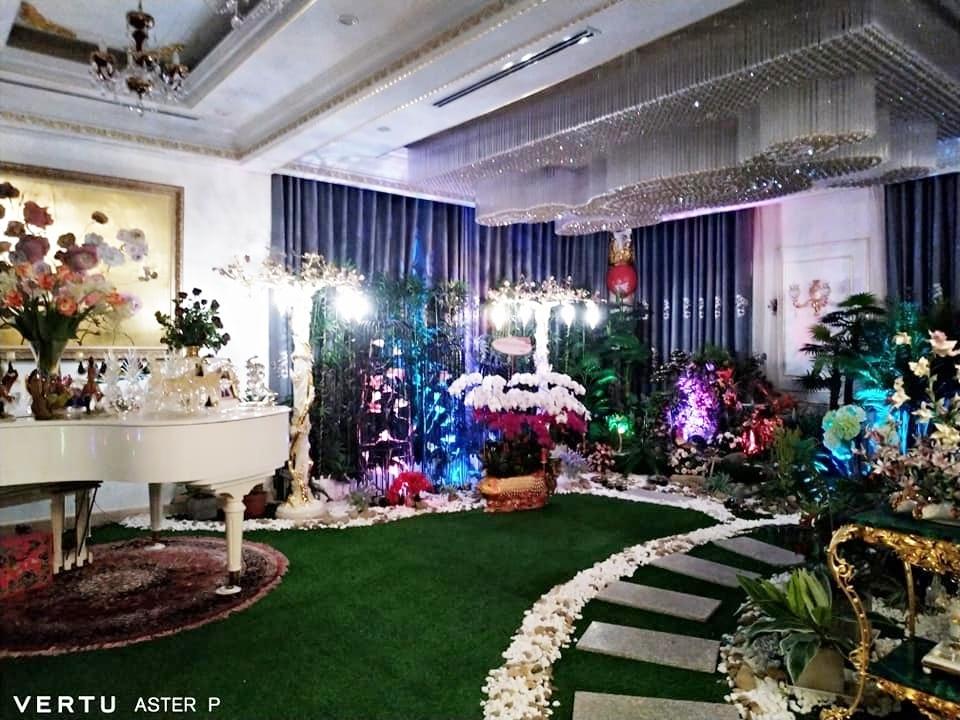 Antifan chê background phòng khách trong biệt thự của CEO Đại Nam trông như… nhà hàng tiệc cưới - Ảnh 3.