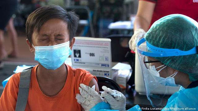Lào có số ca mắc COVID-19 cộng đồng tăng vọt, Ấn Độ lập kỷ lục tiêm hơn 20 triệu mũi vaccine/ngày - ảnh 2
