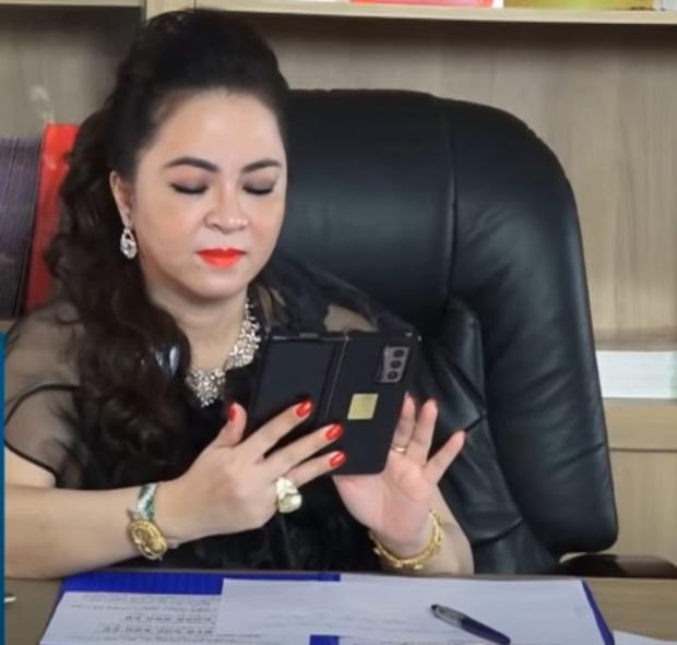 Nữ CEO Đại Nam để lộ chiếc điện thoại siêu đắt đỏ trong những bức ảnh mới nhất, iPhone 13 Pro Max chẳng là gì đâu! - ảnh 7