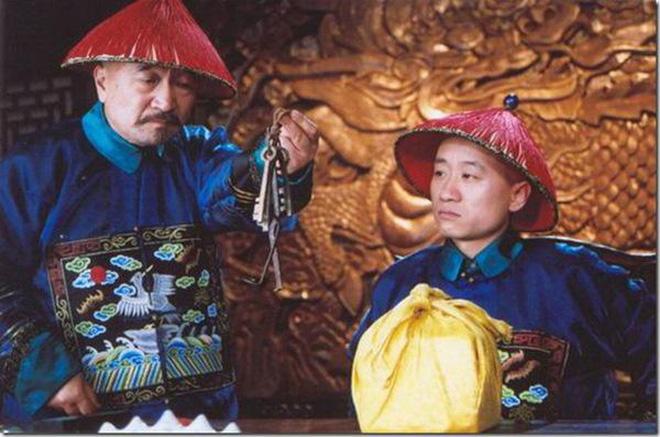 Tể tướng Lưu Gù: Mâu thuẫn với Càn Long - Hoà Thân, bị phong sát khốc liệt vì quá... liêm khiết, giờ ra sao ở tuổi 74? - ảnh 9