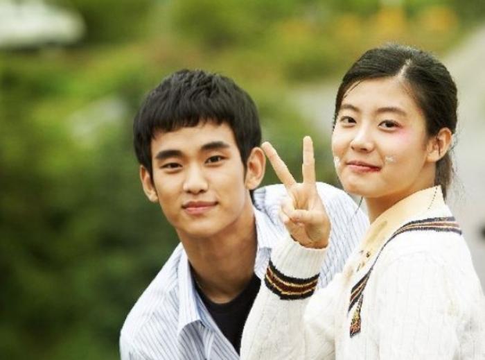 Kim Soo Hyun từng trượt vai ở Vườn Sao Băng, đối thủ năm đó giờ ra sao mà ai cũng mừng cho cụ giáo? - Ảnh 3.