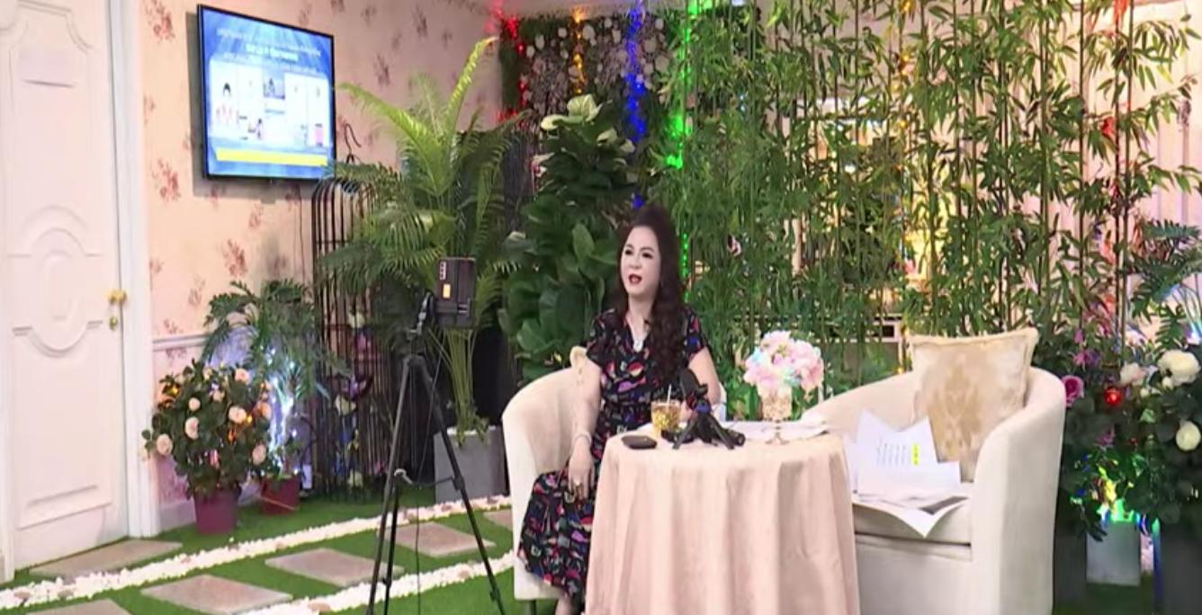 Antifan chê background phòng khách trong biệt thự của CEO Đại Nam trông như… nhà hàng tiệc cưới - Ảnh 1.