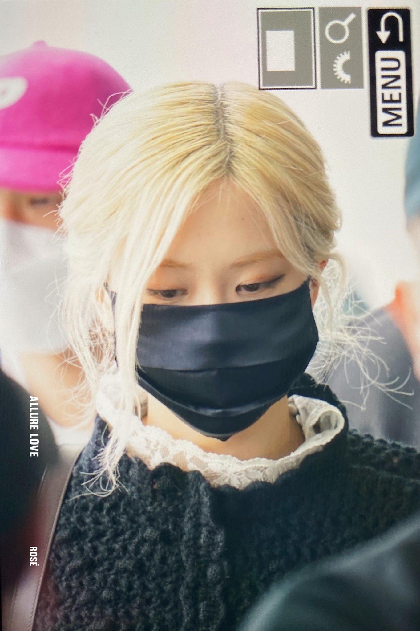Rosé (BLACKPINK) gây náo loạn sân bay Mỹ về Hàn Quốc: Visual xinh xỉu, eo thon chân siêu dài biến sân bay thành sàn catwalk - Ảnh 7.