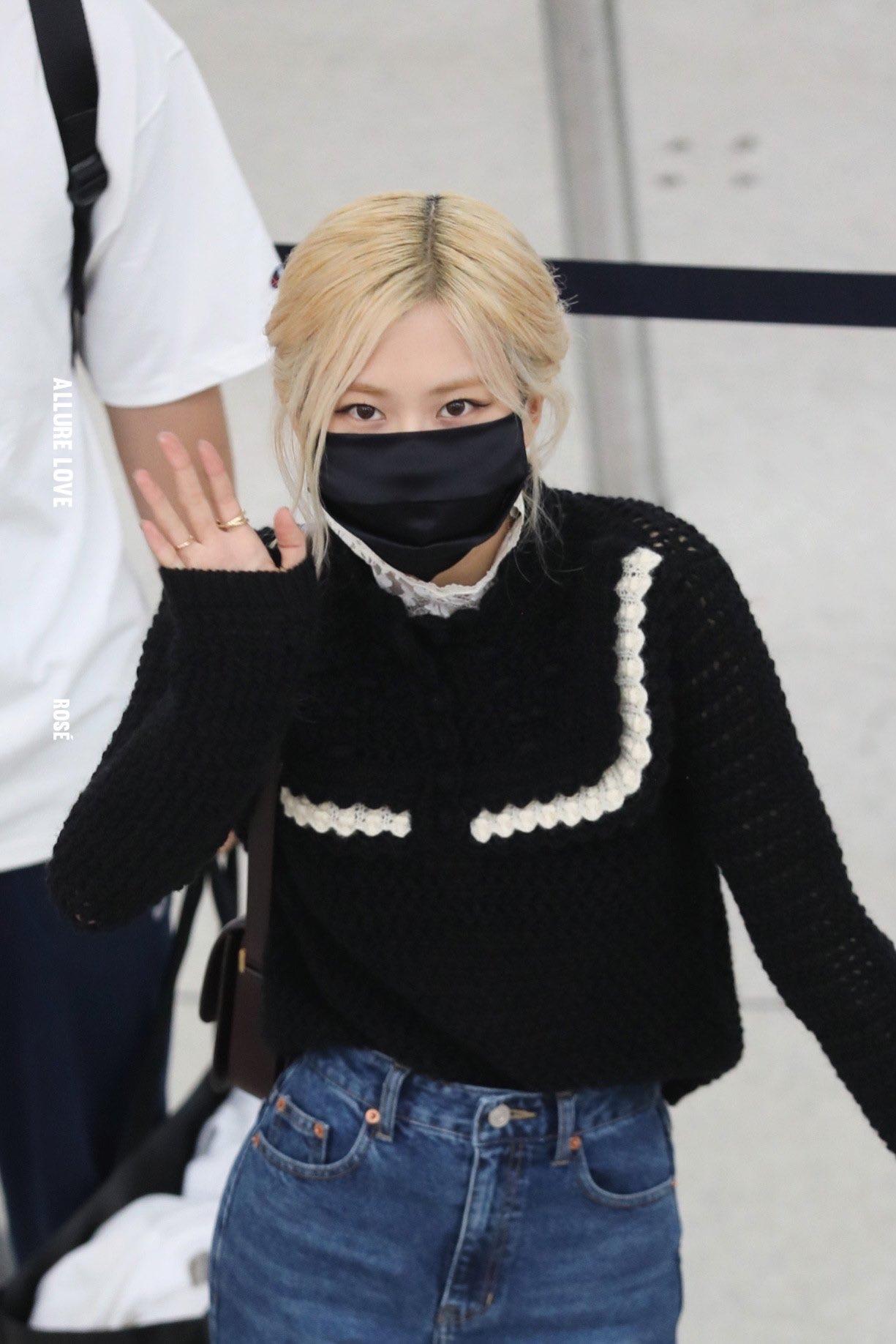 Rosé (BLACKPINK) gây náo loạn sân bay Mỹ về Hàn Quốc: Visual xinh xỉu, eo thon chân siêu dài biến sân bay thành sàn catwalk - Ảnh 6.