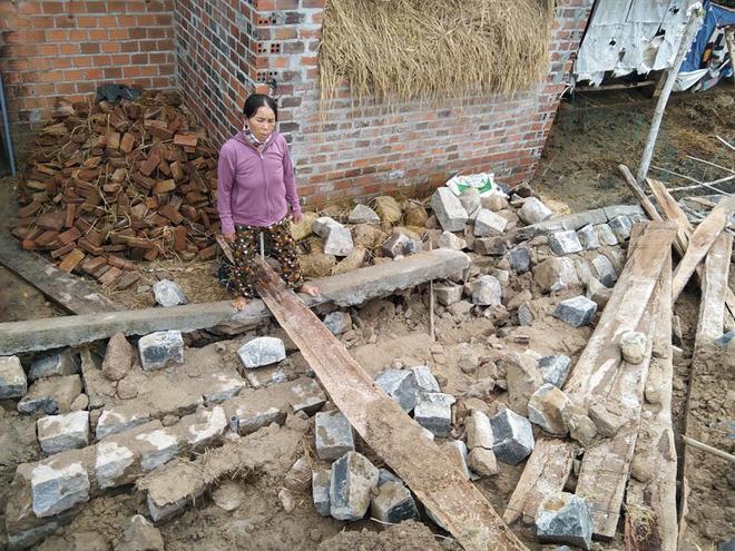 Sập tường mới xây của hợp tác xã, người dân tử vong khi đang ở nhà - ảnh 1
