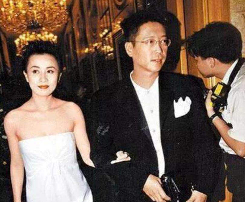 Lưu Gia Linh: Chị đại Cbiz cướp bồ bạn thân, tủi nhục vì bị mafia cưỡng hiếp sau 3 tiếng mất tích bí ẩn và cú twist ở tuổi 55 - Ảnh 4.
