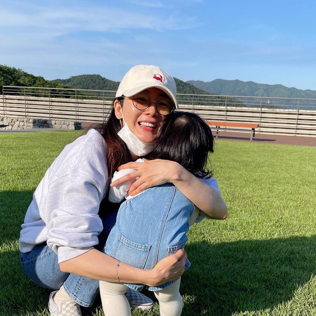 3 tháng sau nghi vấn Choi Ji Woo bị chồng cắm sừng, netizen soi chi tiết hé lộ tình trạng gia đình hiện tại của nữ diễn viên - Ảnh 7.