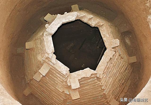 Soi tranh vẽ cảnh sinh hoạt đời xưa trong mộ cổ, dân mạng kịch liệt chỉ trích: Nhìn kỹ mới thấy 1 chi tiết quá mức rùng mình - ảnh 1
