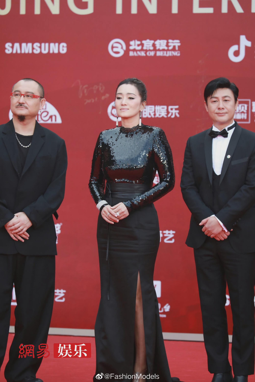 Thảm đỏ LHP Bắc Kinh: Angela Baby và mỹ nhân Tân Cương kinh diễm nhưng lộ tá khuyết điểm, Trần Khôn soái át cả đàn em 9X - Ảnh 9.