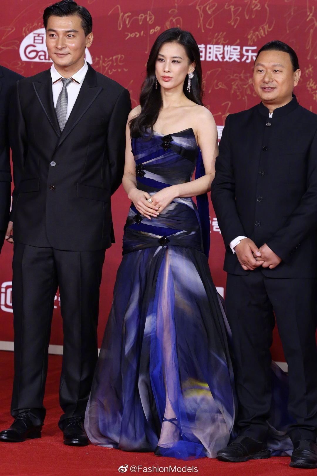 Thảm đỏ LHP Bắc Kinh: Angela Baby và mỹ nhân Tân Cương kinh diễm nhưng lộ tá khuyết điểm, Trần Khôn soái át cả đàn em 9X - Ảnh 10.