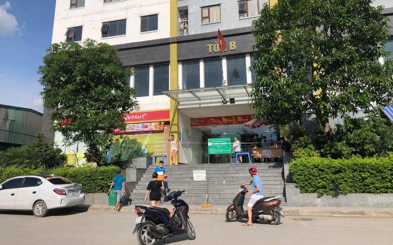 Hà Nội: Người phụ nữ ở nhà 2 tháng dương tính không rõ nguồn lây, phong toả chung cư 1.200 dân
