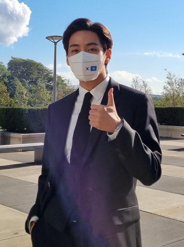 Tranh cãi nảy lửa: V (BTS) bị bắt gặp không làm 1 điều quan trọng giữa mùa dịch ở Mỹ, netizen Hàn và quốc tế khẩu chiến dữ dội - ảnh 3
