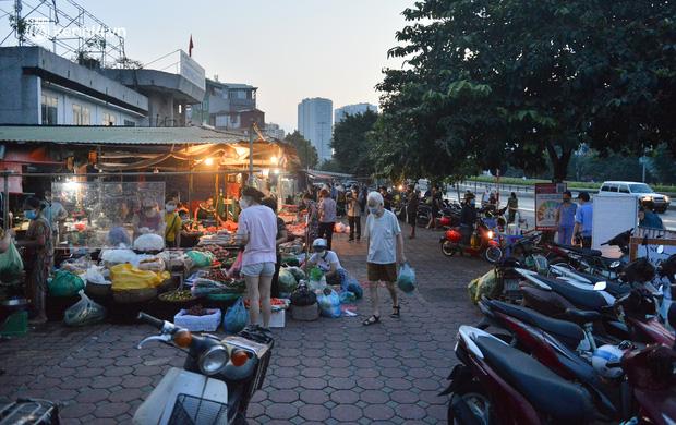 Diễn biến dịch ngày 21/9: Hà Nội mở lại những hoạt động, dịch vụ nào từ 6h ngày 21/9?; Người dân TP.HCM có thẻ xanh Covid được quay lại sản xuất, kinh doanh - Ảnh 3.