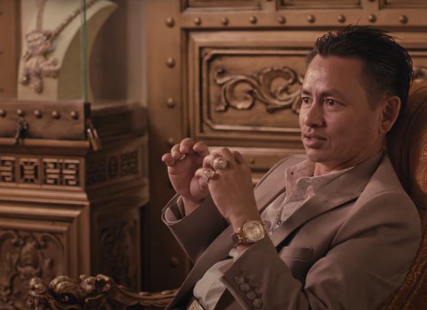 """Lộ điểm yếu """"chí mạng"""" của vệ sĩ triệu phú Johnny Đặng, gì cũng cân được mỗi chuyện này xin thua - Ảnh 1."""