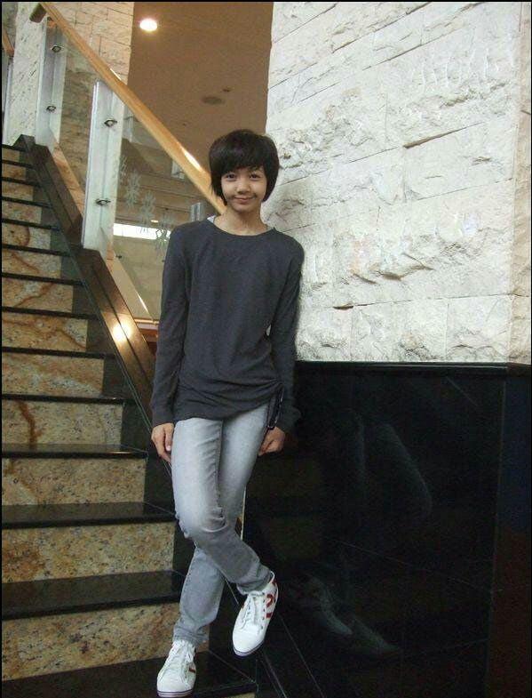 Lisa (BLACKPINK) hé lộ diện mạo ngày đầu đến Hàn Quốc: Tomboy tóc ngắn cũn, nhưng làm dấy lên nghi vấn dao kéo? - Ảnh 3.