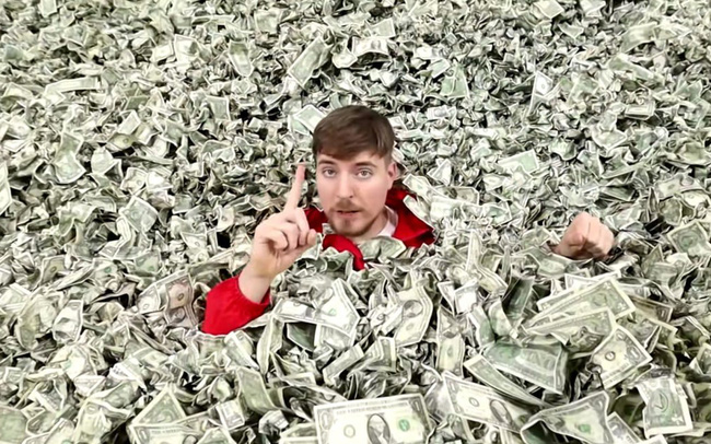 YouTuber chịu chi nhất thế giới tiết lộ mỗi năm dùng hết 48 triệu USD để làm video - ảnh 1