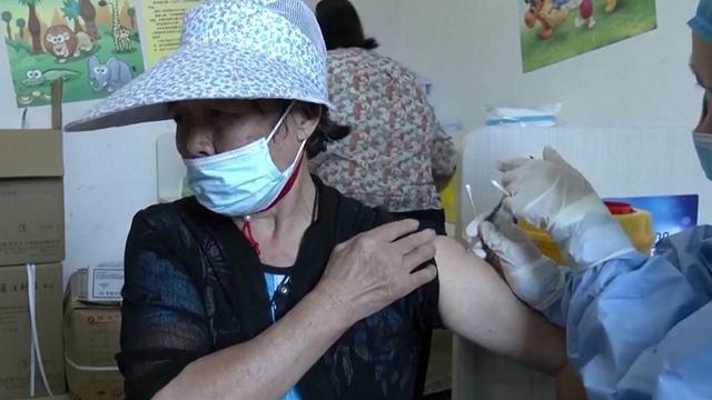 Vaccine - yếu tố quan trọng giúp Trung Quốc khống chế dịch hiệu quả - ảnh 2