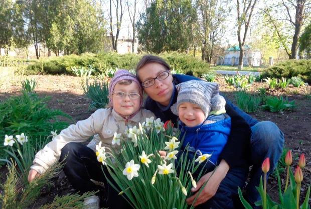 Hai đứa trẻ qua đời thương tâm trong chiếc rương cũ, bố mẹ nằm trong diện tình nghi dù biểu cảm đau xót - ảnh 3