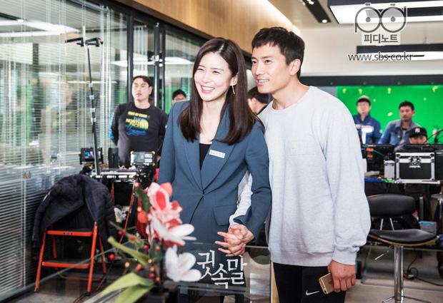 Mợ út tài phiệt Lee Bo Young và tài tử Ji Sung kỷ niệm 8 năm kết hôn, bộ ảnh cưới thế kỷ và tin đồn tiểu tam bỗng hot trở lại - ảnh 10