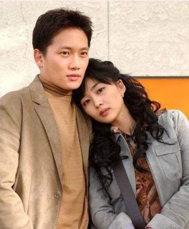 Mợ út tài phiệt Lee Bo Young và tài tử Ji Sung kỷ niệm 8 năm kết hôn, bộ ảnh cưới thế kỷ và tin đồn tiểu tam bỗng hot trở lại - ảnh 9