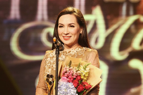 Phi Nhung từng cân đẹp loạt vai mỹ nhân Hoa ngữ: Có màn giả trai đáng học hỏi, làm Võ Tắc Thiên đâu thua gì Phạm Băng Băng - ảnh 1