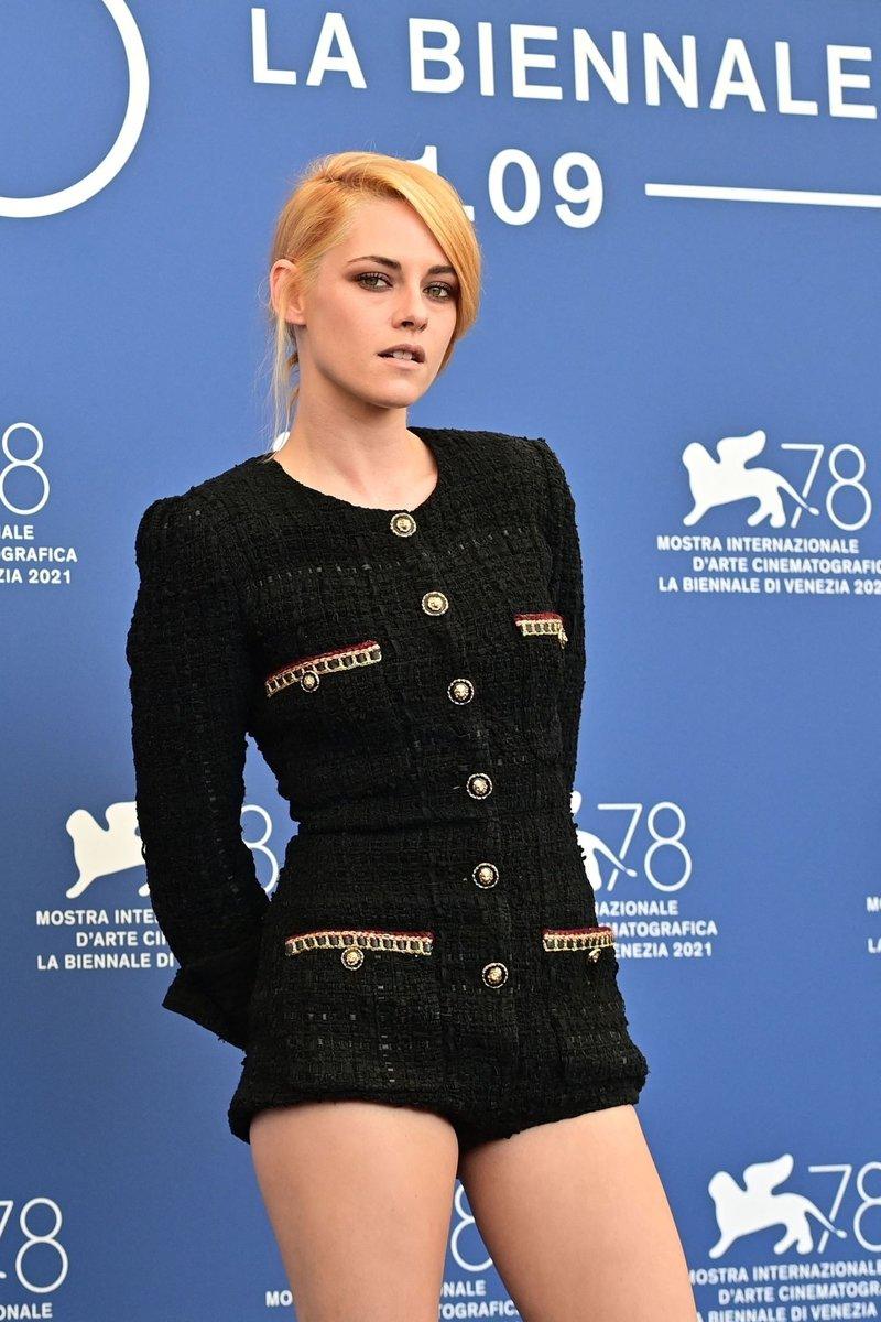 Kristen Stewart (Chạng Vạng) diện đồ hiệu khoe chân dài miên man, visual cực phẩm như phát sáng giữa LHP Venice - Ảnh 4.