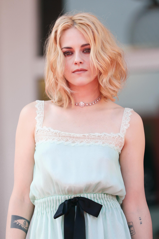 Kristen Stewart (Chạng Vạng) diện đồ hiệu khoe chân dài miên man, visual cực phẩm như phát sáng giữa LHP Venice - Ảnh 12.