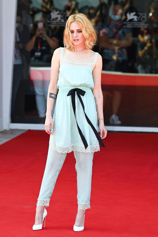Kristen Stewart (Chạng Vạng) diện đồ hiệu khoe chân dài miên man, visual cực phẩm như phát sáng giữa LHP Venice - Ảnh 14.