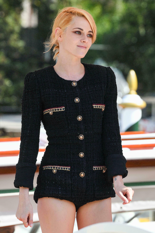 Kristen Stewart (Chạng Vạng) diện đồ hiệu khoe chân dài miên man, visual cực phẩm như phát sáng giữa LHP Venice - Ảnh 8.